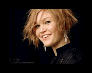 Julia Stiles Screensaver1